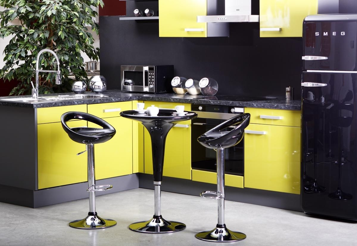 Cr ez un int rieur jaune miliboo blog for Interieur cuisine deco